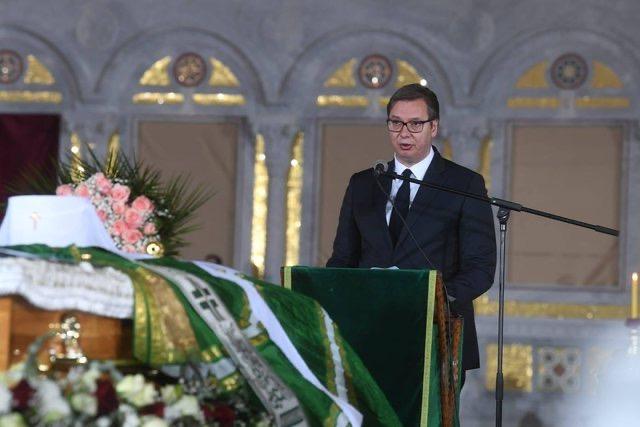 Vuçiç provokon në ceremoninë e Kryepeshkopit Serb: Më tha, po s'e more dot, të paktën mos e njih Kosovën!