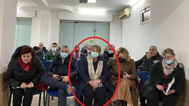 Mira Rakacolli në grumbullimin e partisë/ Silva Bino: Të gjobitet, policia të marrë masa!